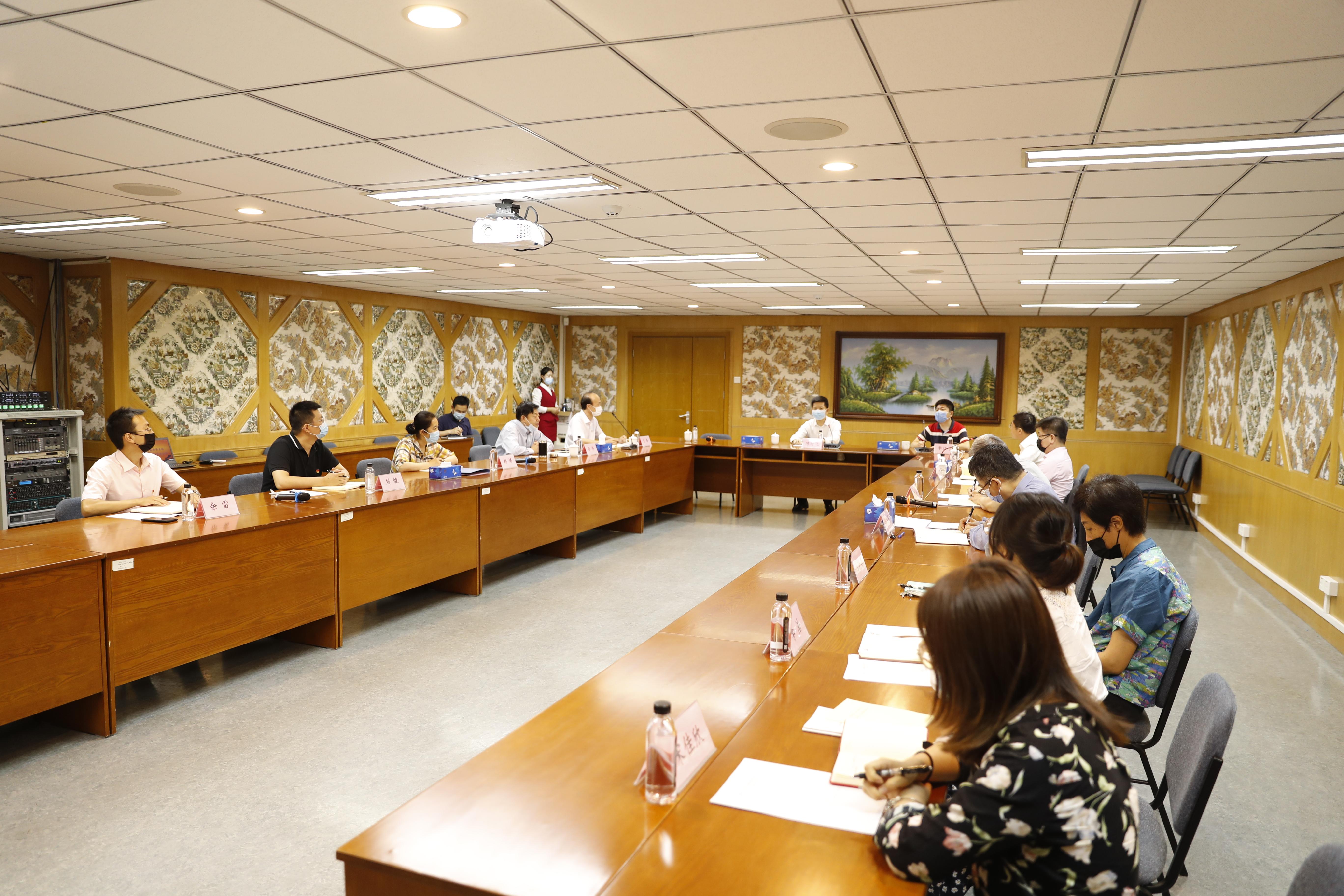 陈时飞同志参加国家药典委员会第二党支部党建活动
